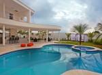 area-externa-da-casa-conta-com-um-piscina-1486671753114_640x427